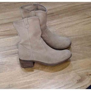 Women's UGG Rioni Suede 7 Boots